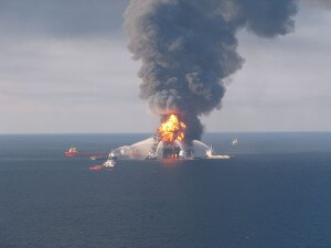 Deepwater_Horizon_fire_2010-04-21